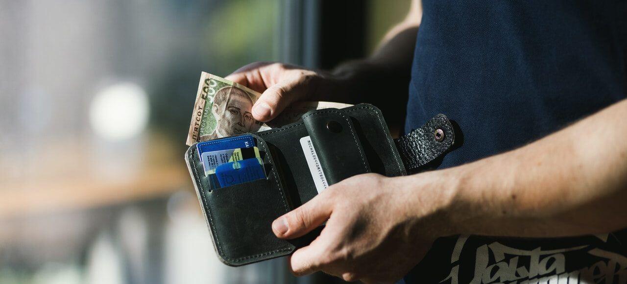 Wyciąganie banknotu